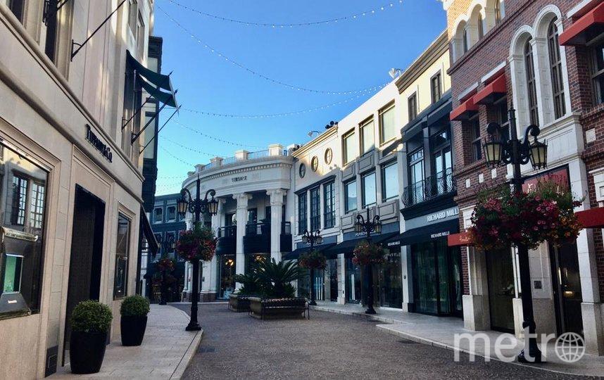 Улица Родео-драйв в городке Беверли-Хиллз, известная своими магазинами, опустела из-за пандемии. Фото предоставлено героиней материала