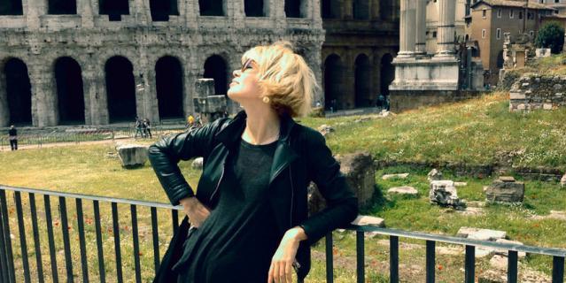 С 2006 года Елена работает гидом в Италии.
