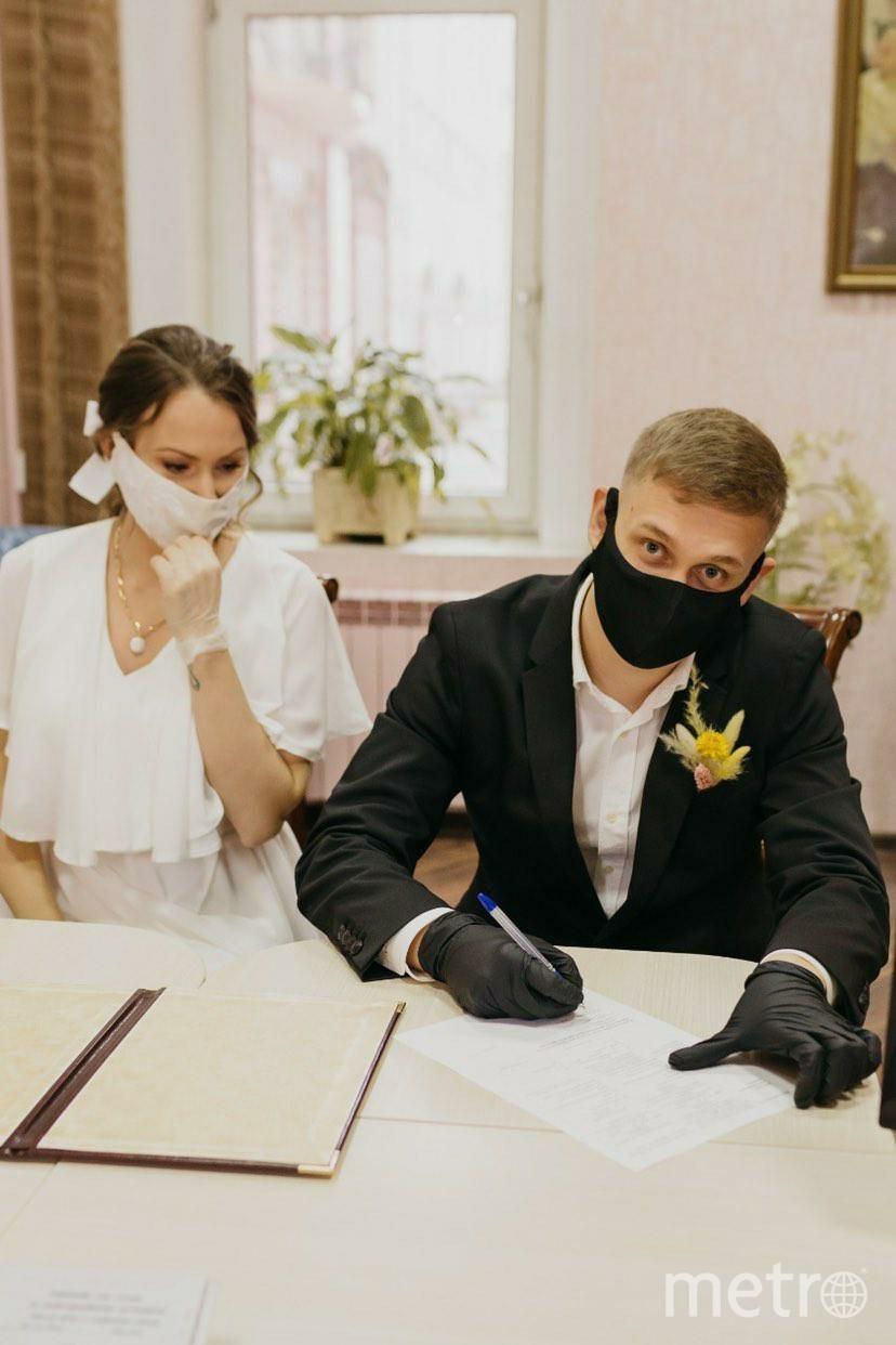 Так выглядит роспись в ЗАГСе во время пандемии. Фото Кирилл Панов