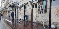 Деревянные, летние, мокрые: московские кафе начали строить террасы