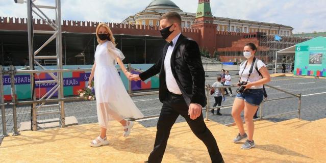 Свадьба на фестивале.