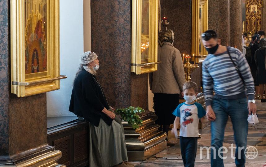 """Священники Казанского собора надели маски. Фото Алена Бобрович, """"Metro"""""""