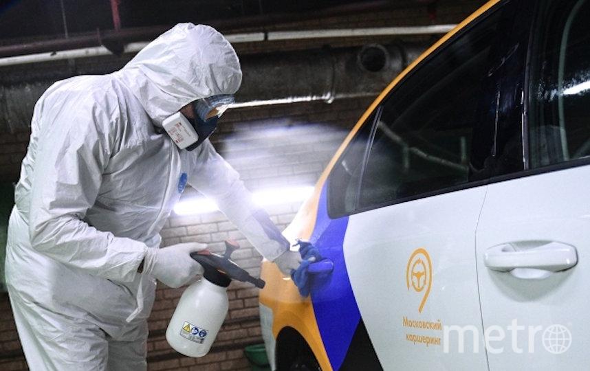 Водителям рекомендуется ездить в масках и перчатках. Фото РИА Новости