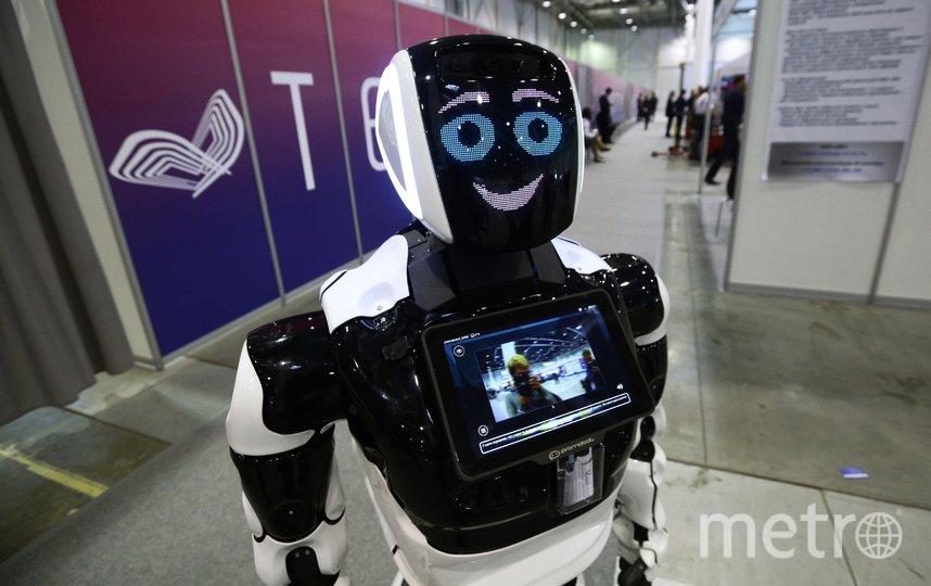 Российский робот будет вести видеонаблюдение за сотрудниками и посетителями полиции в Абу-Даби. Фото РИА Новости