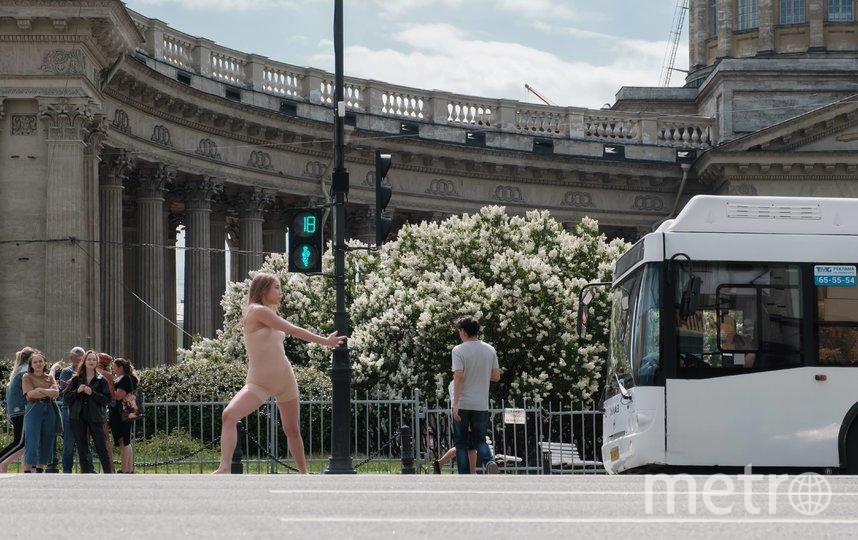 """Танец записывали частями. Каждая длилась 30 секунд, пока работал зелёный сигнал светофора. Фото Алена Бобрович, """"Metro"""""""
