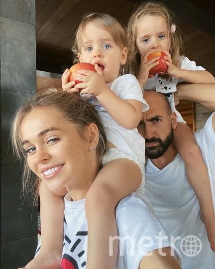 Анна Хилькевич с дочками и мужем. Фото instagram.com/annakhilkevich.