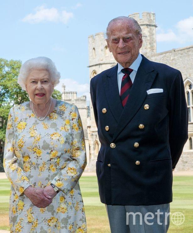 "Королева Елизавета и ее супруг принц Филипп - фото сделано неделю назад. Фото Букингемский дворец , ""Metro"""