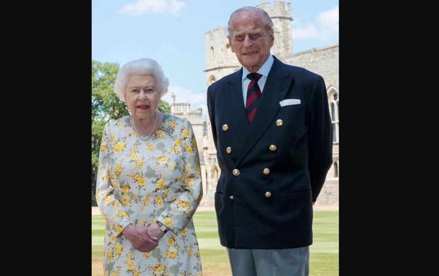 Королева Елизавета и ее супруг принц Филипп - фото сделано неделю назад.