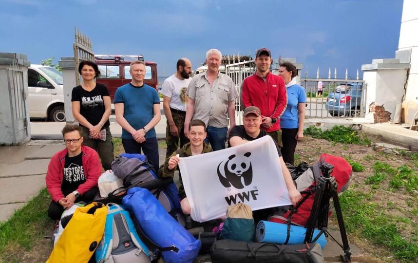 Члены экспедиции перед выходом. Они проведут в лесу почти целый месяц. Фото  Предоставлено WWF России