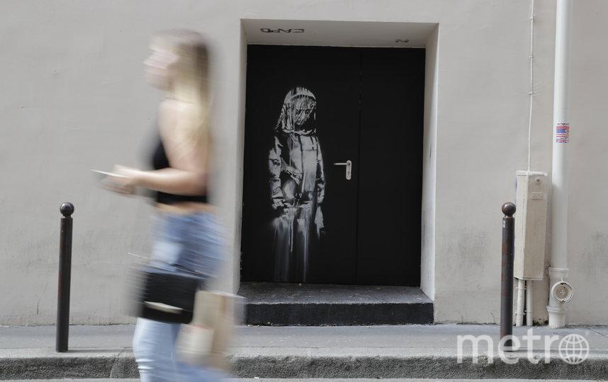"""Картина была написана Бэнкси в память о жертвах теракта, произошедшего в концертном зале """"Батаклан"""" в 2015 году. Фото AFP"""