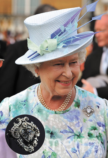 """Елизавета II с брошью """"Куллинан V"""". Фото Getty"""