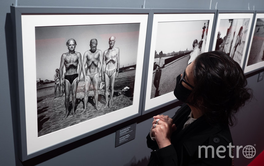 """Снимки для выставки печатал сам Magnum в Париже – и после окончания проекта они туда вернутся. На этом кадре – фото Карла де Кейзера, сделанное им у Петропавловки в 1989-м для серии Homo Sovieticus. Фото Святослав Акимов, """"Metro"""""""