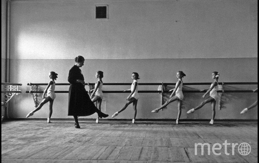"""«Хореографическое училище Большого театра». Корнелл Капа, 1958 г. Фото magnum photos, """"Metro"""""""