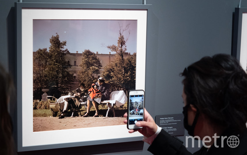"""Один из самых ранних снимков проекта сделал Роберт Капа в Москве 1947 года. Фото Святослав Акимов, """"Metro"""""""