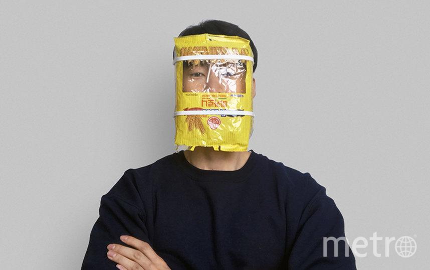 """С упаковкой супа на лице вас заметят везде, где бы вы не находились. Фото МММ, """"Metro"""""""