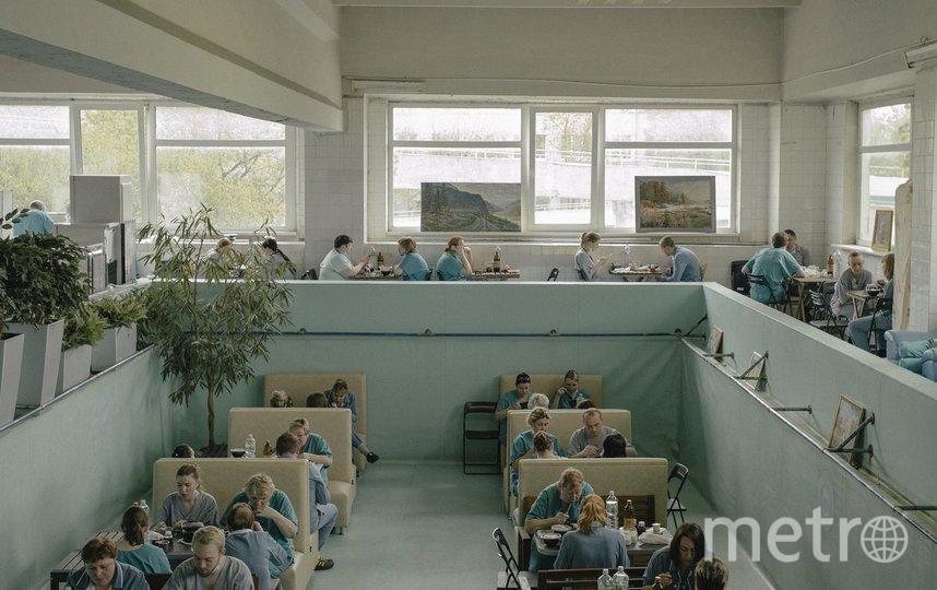 Временная столовая в бассейне Филатовской больницы. Фото Дмитрий Селянин