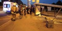 В Купчино автомобиль сбил людей на остановке