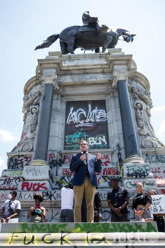 Вот так уничтожают памятники в Америке и Европе. Это памятник генералу Конфедерации Роберту Ли. Фото Getty