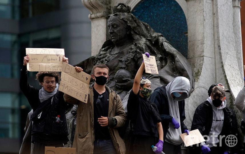 Вот так уничтожают памятники в Америке и Европе. Фото Getty