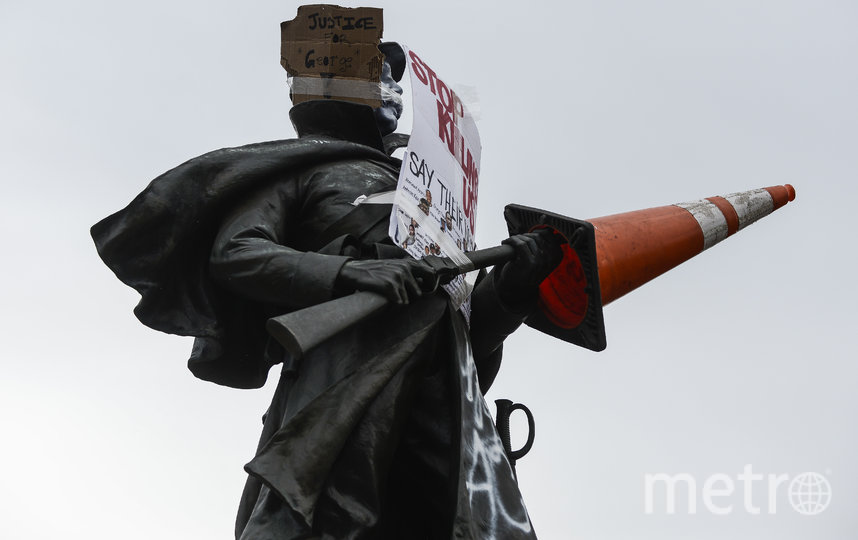 В Денвере участники демонстрации осквернили памятник. Фото Getty