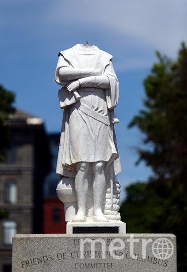 В Бостоне, штат Массачусетс, США, протестующие обезглавили мраморную статую Христофора Колумба, первооткрывателя Америки. Фото Getty
