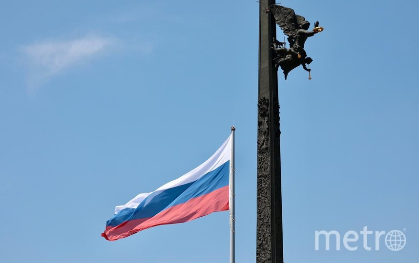 риколор взметнулся над Поклонной горой на высоту 50 метров. Фото пресс-служба Музея Победы
