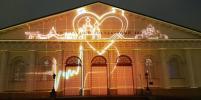 На стенах Московского Кремля показали эффектное световое шоу ко Дню России: фото и видео