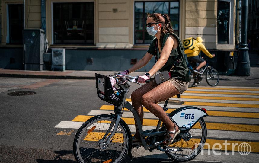В Москве разрешили гулять, но маску на улице носить нужно. Фото AFP