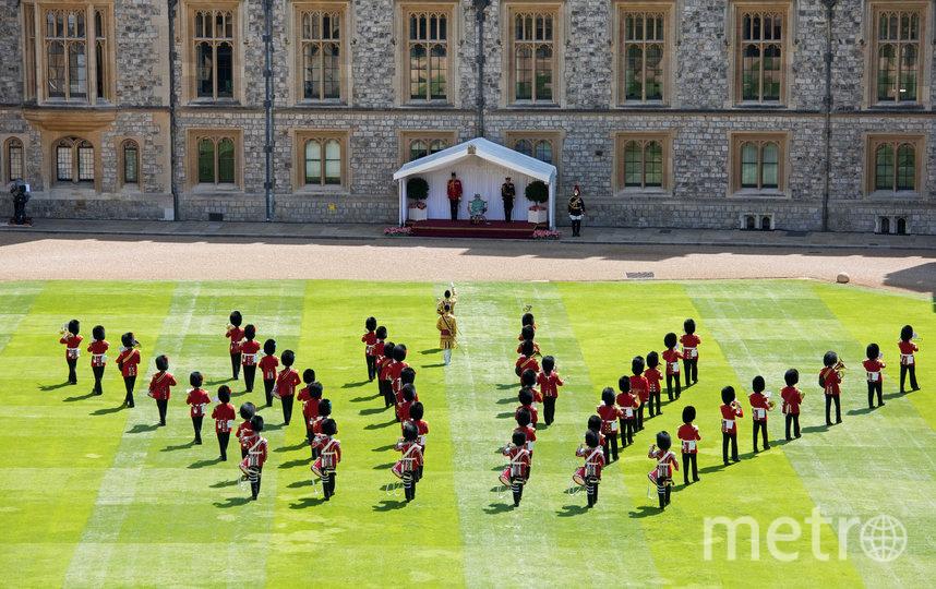 Короткая военная церемония прошла во внутреннем дворике Виндзорского замка. Фото AFP