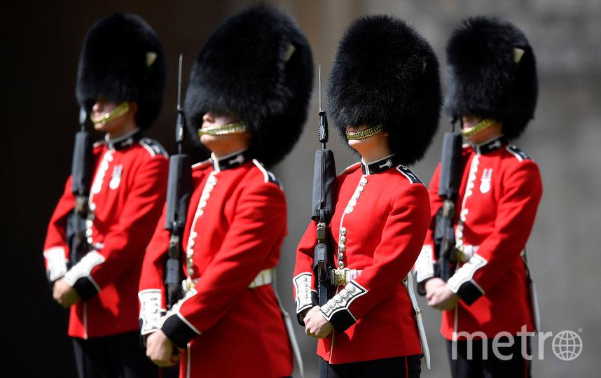 Короткая военная церемония прошла во внутреннем дворике Виндзорского замка. Фото Getty