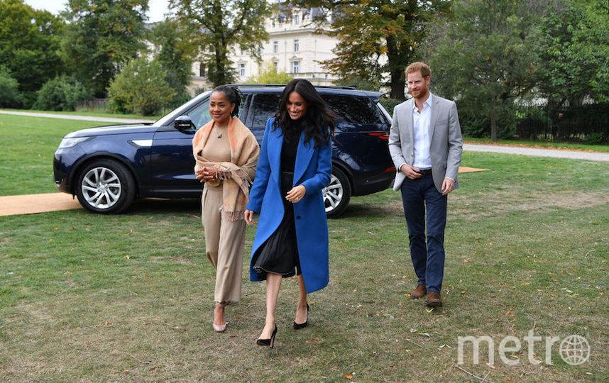 Принц Гарри и Меган Маркл с мамой герцогини. Фото Getty