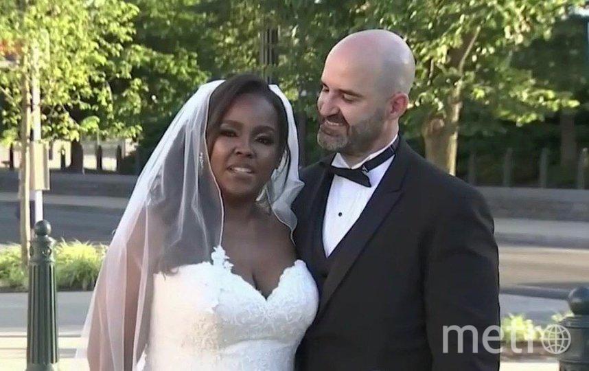 Мишель Дэвис и Бартон Корбетт Лезервуд решили пожениться в честь 53-летия отмены запрета на межрасовые браки. Фото Скриншот NBC News