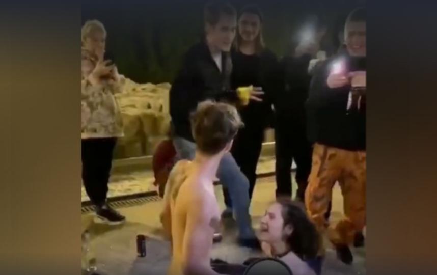 """""""Яма"""" на Хохловской площади. Фото Скриншот, Скриншот Youtube"""