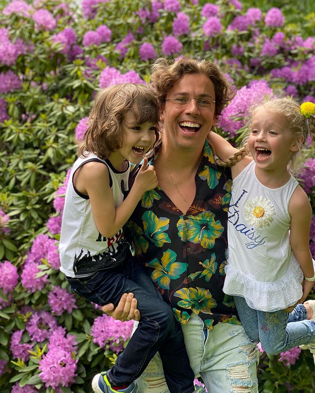 Максим Галкин с детьми - Гарри и Лизой. Фото Instagram @maxgalkinru