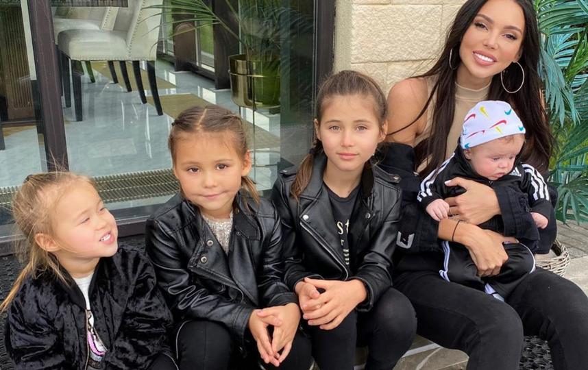 Оксана Самойлова с детьми. Фото Instagram @samoylovaoxana
