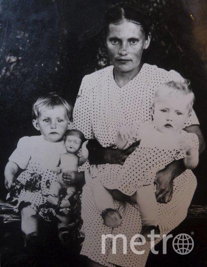 """Галина (слева) с мамой и младшей сестрой Лидой, конец 1940-х. Фото все фото предоставлены Галиной Циммерман, """"Metro"""""""