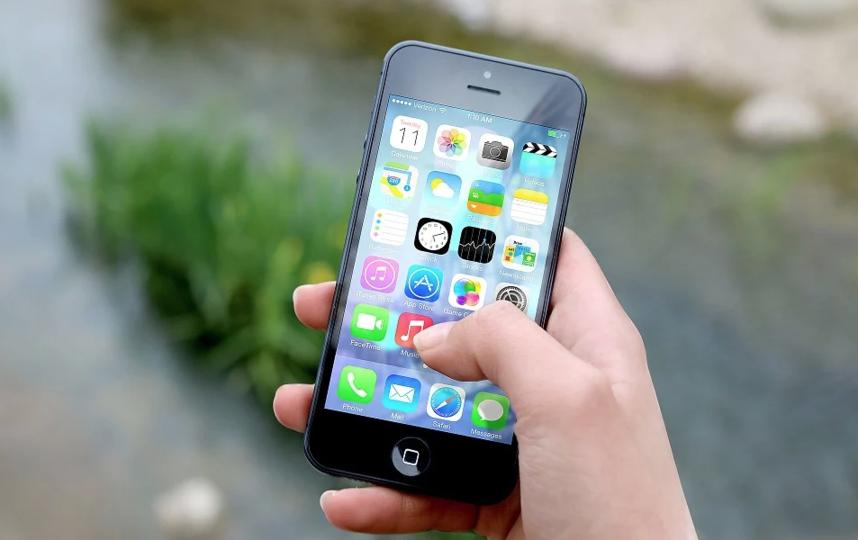В зоне плохого сигнала сотовой связи телефоны разряжаются в несколько раз быстрее, чем обычно. Фото Pixabay