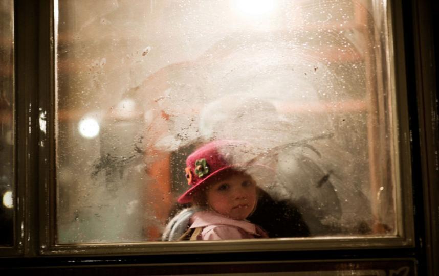 Любая квартира может быть опасна для ребёнка, если взрослые не соблюдают правила безопасности. Фото Getty