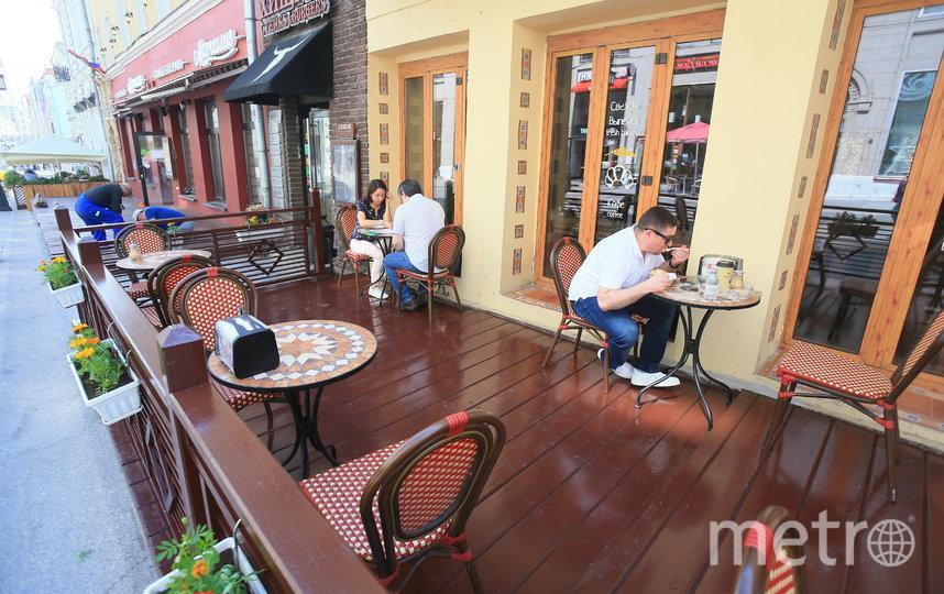 Рестораны открыли летние веранды в Москве. Фото Василий Кузьмичёнок