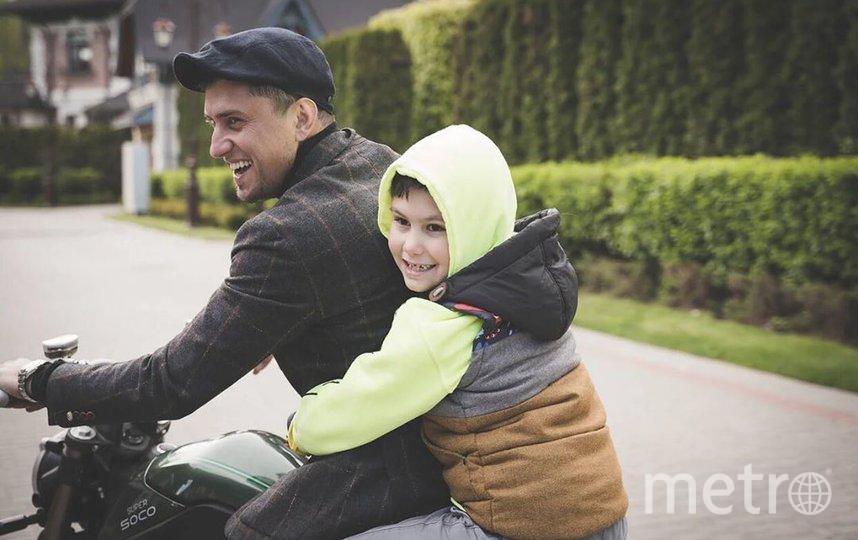 Павел Прилучный с сыном. Фото instagram.com/bugevuge.