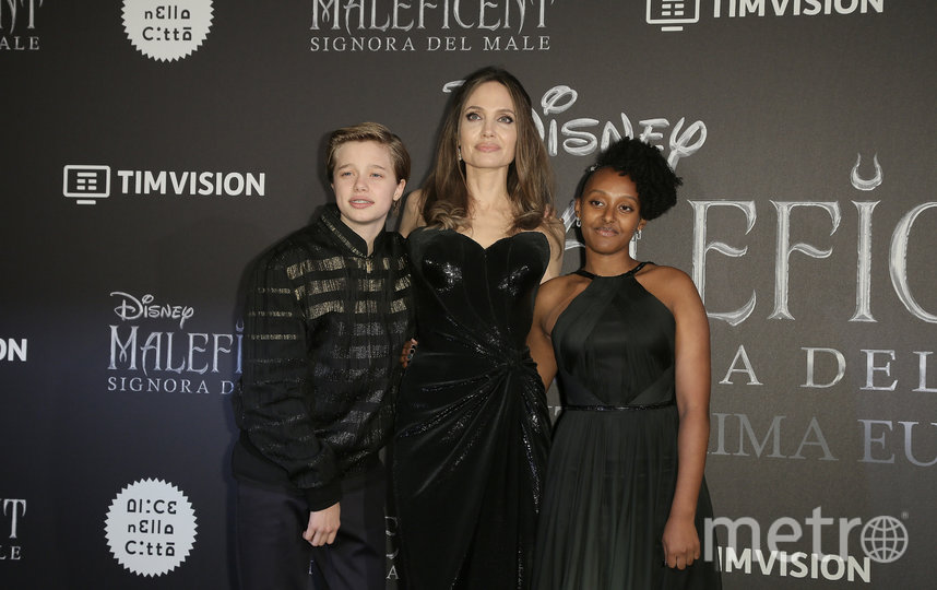 Анджелина Джоли с дочками Шайло и Захарой. Фото Getty