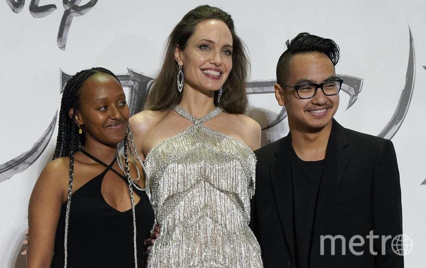 Анджелина Джоли с сыном и дочкой. Фото Getty