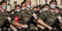 Уникальные фото: на репетицию Парада Победы в Петербурге военные вышли в масках и перчатках