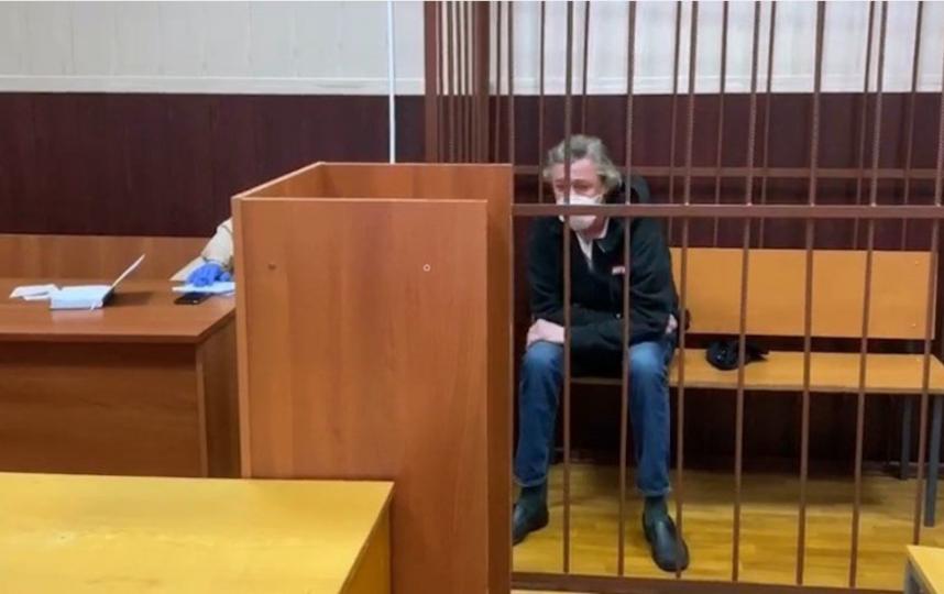 Михаил Ефремов во время расследования смертельного ДТП, виновником которого стал он. Фото Скриншот Youtube