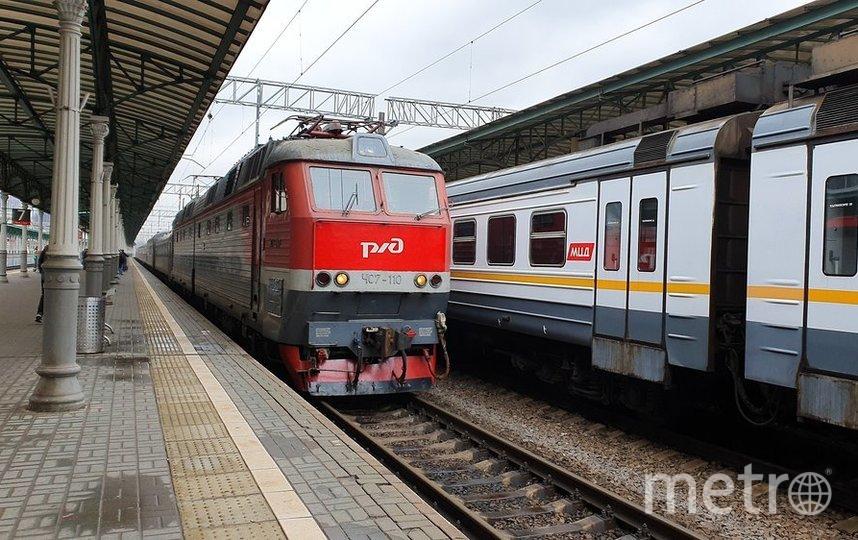 """Пассажир может заказать доставку блюд из меню вагона-ресторана к своему месту в поезде, обратившись к проводнику. Фото агентство """"Москва"""""""