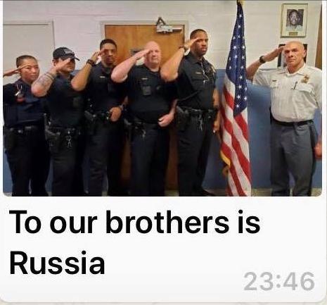 Скриншоты обращения полицейских из мессенджера. Фото facebook.com/RusEmbUSA
