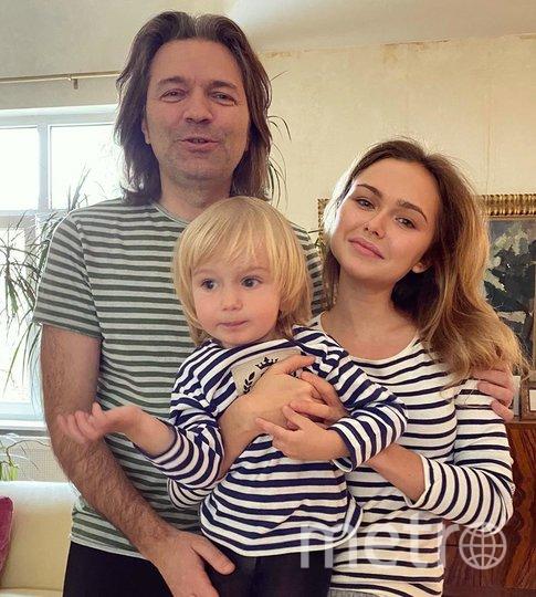 Стефания Маликова с отцом и младшим братом. Фото instagram.com/steshamalikova.