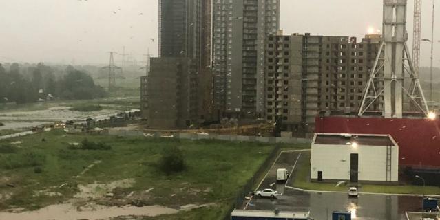 Фото последствий непогоды в городе.
