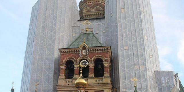 С собора Петра и Павла в Петергофе начинают снимать строительные леса.