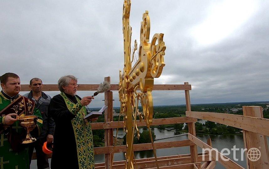 """С собора Петра и Павла в Петергофе начинают снимать строительные леса. Фото предоставлены КГИОП, """"Metro"""""""